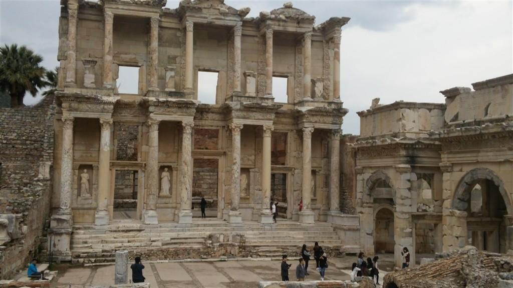 Efes Celsius Kütüphanesi